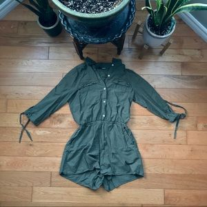 ✨3/$20✨ H&M olive long-sleeve romper with pockets